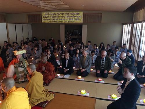 Hòa thượng Yoshimizu Daiichi và Thượng tọa Thích Minh Quang đồng chủ trì nghi lễ cầu siêu (Ảnh: Nguyễn Khai Tâm)