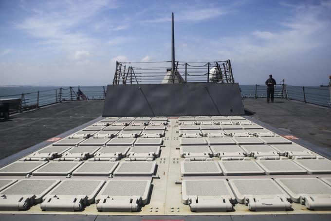 Uy lực tàu khu trục hộ tống tàu sân bay Mỹ