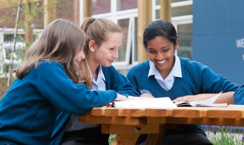 Dream World hỗ trợ hàng trăm ứng viên thực hiện thành công ước mơ du học tại các cường quốc giáo dục mỗi năm.