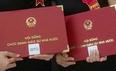 Hàng năm, Hội đồng Chức danh giáo sư nhà nước sẽ tổ chức lễ trao giấy chứng nhận cho các tân giáo sư, phó giáo sư, riêng năm nay không tổ chức.