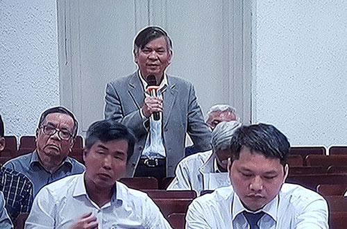 Ông Nguyễn Văn Luân (nguyên tổng giám đốc Vinaconex, cầm micro). Ảnh chụp qua màn hình.