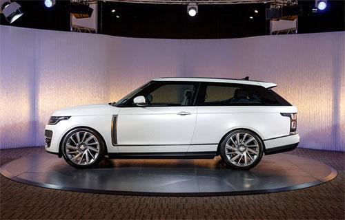 Range Rover SV Coupe đang chờ tới giờ ra mắt ở Geneva Motor Show. Ảnh: Carscoops.