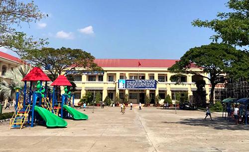 Trường tiểu học Bình Chánh - nơi nữ giáo viên phải quỳ xin lỗi phụ huynh. Ảnh: Hoàng Nam.