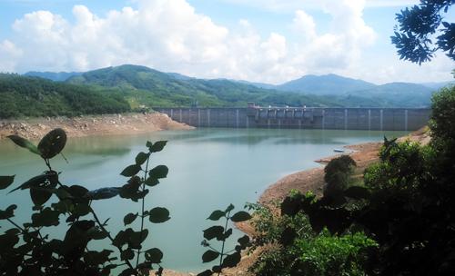 Lòng hồ thủy điện Sông Tranh 2 - nới xảy ra động đất 3,4richter. Ảnh: Đắc Thành.