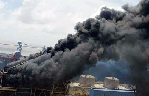 Nhà máy xảy ra cháy đang xây dựng mở rộng. Ảnh: Cửu Long.