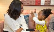 Michelle Obama khiêu vũ cùng bé hai tuổi mê chân dung của bà