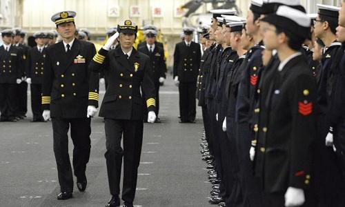 Bà Ryoko Azuma trong lễ nhậm chức tại tàu sân bay Izumo ngày 6/1. Ảnh: Reuters.
