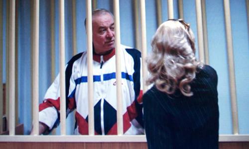 Sergei Skripal tạimột phiên tòa ở Nga vào năm 2006. Sau một cuộc trao đổi gián điệpgiữa Nga và Mỹnăm 2010, cựu điệp viên này hiện tịnạn tại Anh. Ảnh:Reuters.