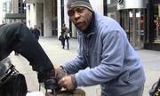 Thợ đánh giày New York một ngày kiếm 900 đô