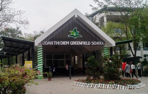 Trường phổ thông liên cấp Đoàn Thị Điểm Greefield nằm trong khu đô thị Ecopark (Văn Giang, Hưng Yên), nhưng học sinh chủ yếu của Hà Nội.