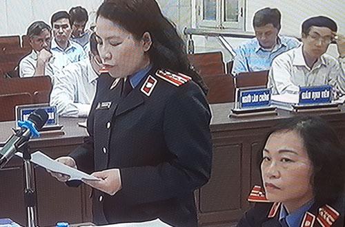 Đại diện VKS luận tội và đề nghị mức án. Ảnh chụp qua màn hình.