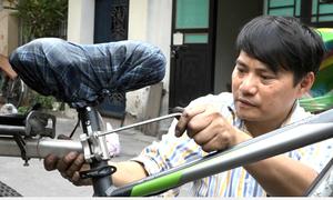 'Biến' xe đạp thành xe điện kiếm tiền triệu mỗi ngày