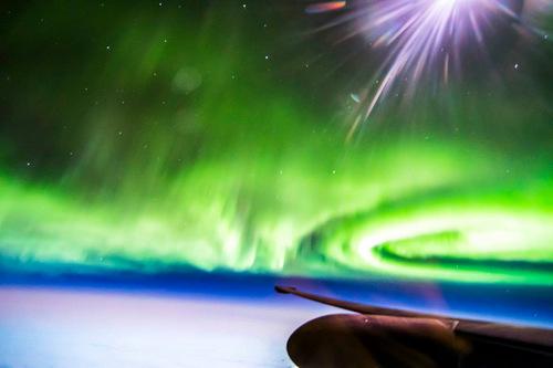 Kỹ thuật phơi sáng giúp khuếch đại ánh sáng mờ của cực quang và Mặt Trăng. Ảnh: Ross Franquemont.