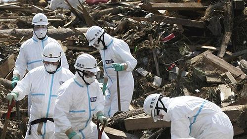 Các chuyên gia khử nhiễm phóng xạ ở khu vực nhà máy hạt nhân Fukushima, Nhật Bản. Ảnh: Enerji Enstitusu