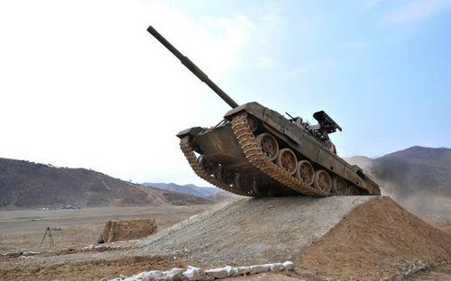 Xe tăng hiện đại nhất của Triều Tiên trong biên chế Sư đoàn số 105. Ảnh: Ảnh: KCNA.