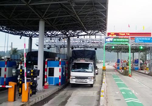 Trạm thu phí Bắc Hải Vân đang thu phí cho dự án hầm Phú Gia Phước Tượng. Ảnh: Xuân Hoa