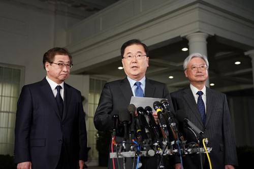 ÔngChung Eui-yong thông báo về lời mời của ông Kim Jong-un tại Nhà Trắng. Ảnh: AFP.