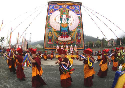 Bức tranh gấm Phật Quan Âm được khai mở trong các sự kiện lớn.
