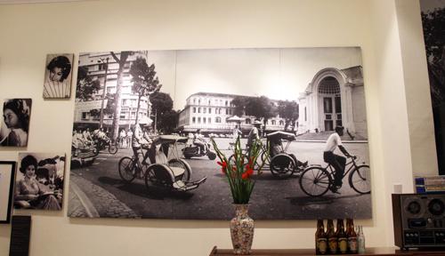 Không gian Sài Gòn xưa được tái hiện trong trưng bày. Ảnh: Mạnh Tùng.