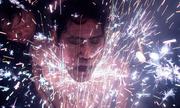 Dân làng Trung Quốc tắm pháo sáng để đón năm mới