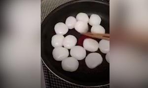 Món ăn Nhật Bản 'khóc thét' khi nấu trên chảo