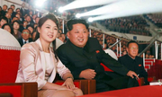 Quan chức Hàn mô tả mối quan hệ giữa Kim Jong-un và vợ