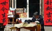 Quầy bói Trung Quốc bị đập phá vì đoán sai tuổi thọ cho bà lão