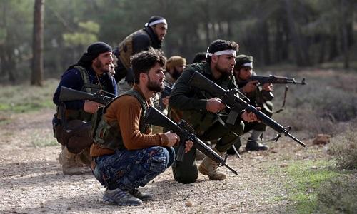 Lực lượng đối lập được Thổ Nhĩ Kỳ hậu thuẫn hoạt động ở phía bắc Afrin. Ảnh: Reuters.