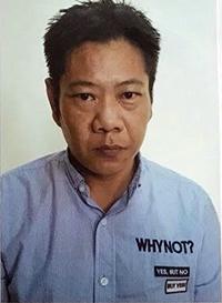 Đối với những thẻ ATM có nhiều tiền, tên cầm đầu Chong Ngai Fong trực tiếp ra tay rút trộm, chuyển vào các tài khoản của mình quản lý. Ảnh: Công An cung cấp