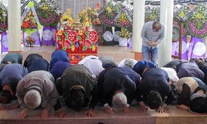 Người Hàn Quốc cúi đầu xin lỗi tại lễ tưởng niệm thảm sát ở Hà My