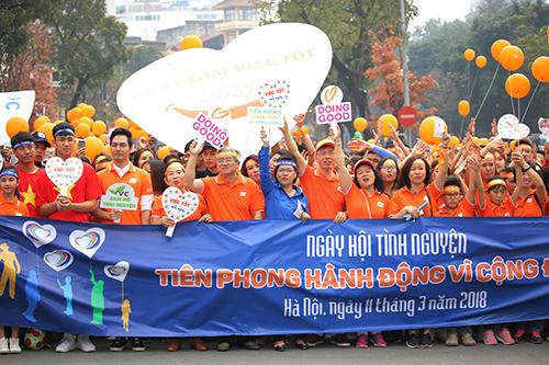 Hàng nghìn người tham dự ngày hội tình nguyện. Ảnh: Phạm Dự.