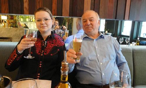 Ông Skripal và con gái Yulia. Ảnh: Sun.