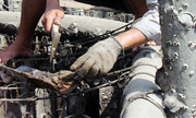 Nguy hại từ việc nuôi hàu bằng tấm lợp fibro xi măng