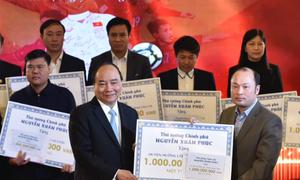 Thủ tướng trao 20 tỷ tiền đấu giá quà tặng của tuyển U23