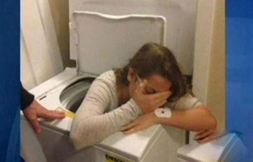 Hôm qua em say quá cứ tưởng máy giặt là túi ngủ.