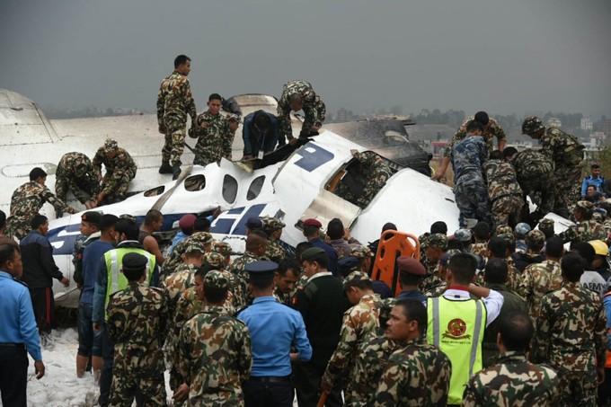 Hiện trường máy bay rơi ở Nepal làm 49 người chết