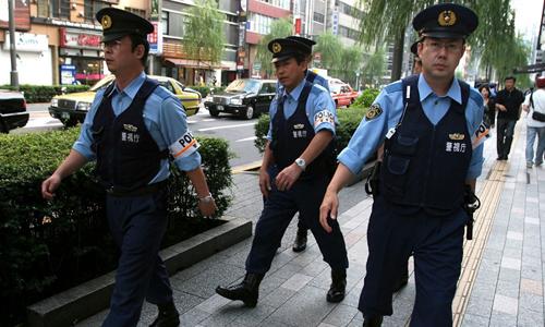 Cảnh sát Nhật tuần tra trên đường phố. Ảnh: JPF.