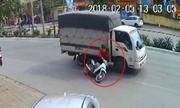 Nữ ninja suýt bỏ mạng vì tạt đầu xe tải ở Hà Nội