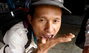 Người dân miền núi Quảng Nam ăn lá thuốc trộn vôi
