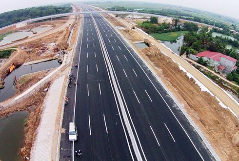 Bộ Giao thông đang khẩn trương hoàn thành báo cáo khả thi các dự án cao tốc Bắc Nam.