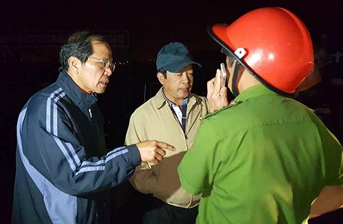 Bí thư Tỉnh ủy cùng Chủ tịch UBND tỉnh Lâm Đồng có mặt chỉ đạo công tác cứu hộ, cứu nạn. Ảnh: Khánh Hương.