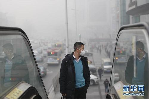 Thành phố Thiên Tâm chìm trong làn khói mờ mờ vì ô nhiễm. Ảnh: Xinhua.