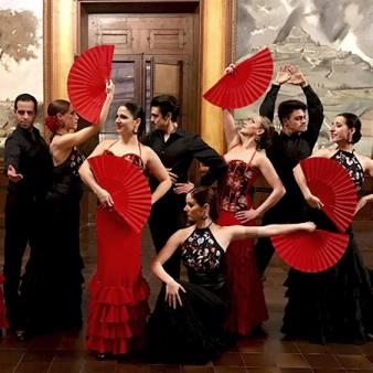 Tây Ban Nha là vùng đất khiến nhiều bạn trẻ mê đắm với những điệu nhảy sôi động, tiếng đàn guitar du dương cùng những món ăn truyền thống.