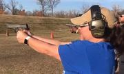 Giáo viên Mỹ kéo nhau đi luyện bắn súng