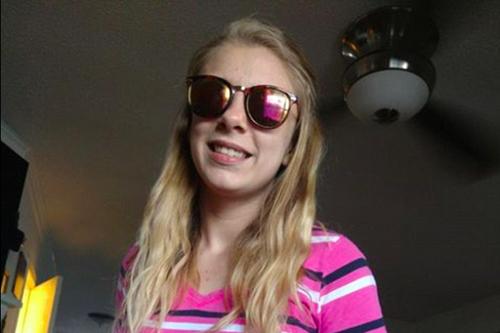 Kaylee Muthart, 20 tuổi,mù hoàn toàn sau khi tự móc mắt trong cơn phê ma túy đá. Ảnh: Washington Post.