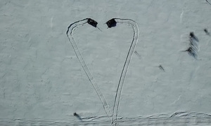 Xe tăng T-80 Nga lập đội hình, vẽ trái tim trên tuyết