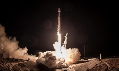 SpaceX tiến hành nhiều lần phóng tên lửa thành công. Ảnh: Newsweek.