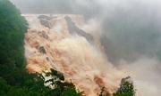 Thác nước cao 125 m ở Australia tuôn đổ sau đợt mưa kỷ lục