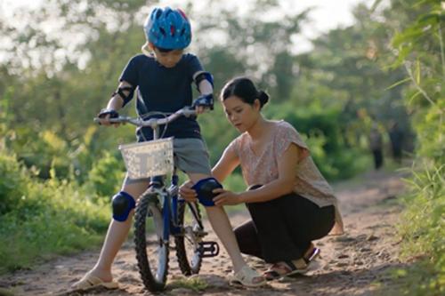 Những hành động nhỏ chăm lo cho gia đình đôi khi chỉ mất một vài giây.
