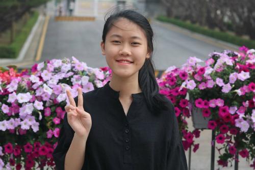 Minh Phương nhận học bổng 6 tỷ đồng từ Đại học Pomona (Mỹ). Ảnh: NVCC